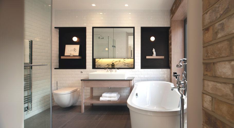 11_benjamin_moore_интерьер_с_отдельно_стоящей_ванной