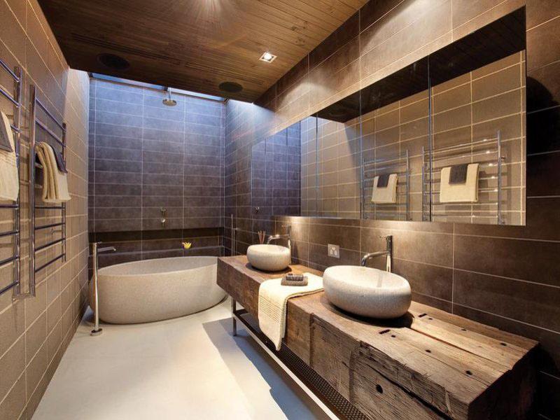 13_benjamin_moore_интерьер_с_отдельно_стоящей_ванной