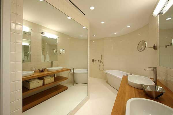 15_benjamin_moore_интерьер_с_отдельно_стоящей_ванной