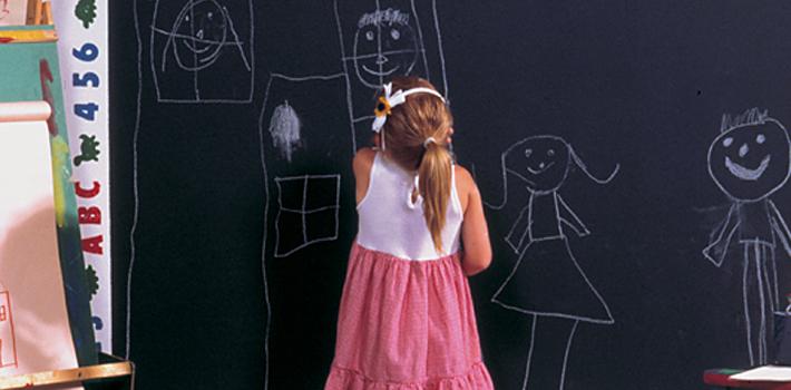 Варианты использования краски с эффектом школьной доски